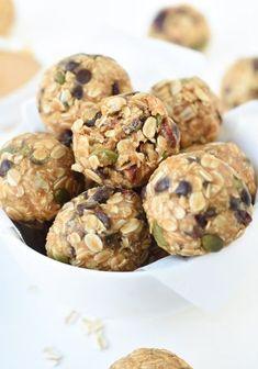 No Bake Peanut Butter Oatmeal Balls #nobake #peanutbutter #oatmeal #balls #maplesyrup #Vegan #energyballs #vegansnacks #veganbreakfast #energyballs #oatmealballs