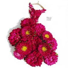 Una diseñadora de modas usa pétalos de flores