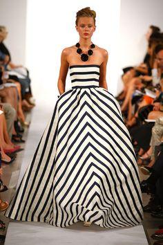 82 of Oscar de La Renta's Best Fashion Looks - Oscar de la Renta Runway and Red Carpet Looks - Town & Country