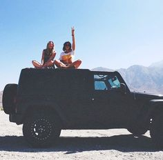 besties and a jeep Jeep Cars, Jeep Truck, Jeep Jeep, My Dream Car, Dream Cars, Best Friend Goals, Best Friends, Future Life, Motorhome