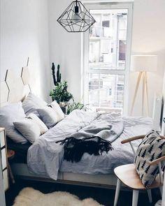Mała sypialnia w szarym kolorze