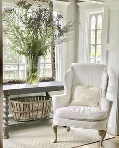 New England style decor with a fresh take on summer. Cool whites, slipcovered furniture, natural wood, lots of light and a mix of vintage pieces. Boho Living Room, Living Room Modern, Living Room Designs, Living Room Decor, Living Rooms, Country Decor, Farmhouse Decor, Modern Farmhouse, Fixer Upper Style