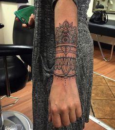 59 Dreamy Mandala Tattoos You Can't Ignore- Schönes elegantes Mandala Handgelenk Tattoo . Hand Tattoos, Body Art Tattoos, New Tattoos, Sleeve Tattoos, Tattoo Sleeves, Mandala Tattoo Design, Tattoo Designs, Mandala Wrist Tattoo, Forearm Mandala Tattoo