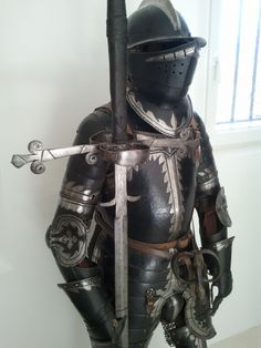 Ethnographic Arms & Armour - Two handed swords Arm Armor, Body Armor, Types Of Armor, Landsknecht, Ancient Armor, Armor Clothing, Suit Of Armor, Medieval Weapons, Knight Armor