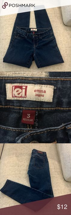 """Lei Junior Skinny Jeans Emma Jegging. Low riseMedium color blue denim. Skinny leg. Rise: 7"""" Size: 3. Length :29. L.E.I. Jeans Skinny"""