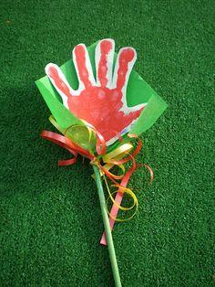 Rosa de Sant Jordi per fer els més petits Activities For Kids, Crafts For Kids, Arts And Crafts, Diy Crafts, Valentine Crafts, Valentines, Drawing Projects, Saint George, Mother And Father