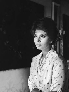 Premium Photographic Print: Actress Sophia Loren at Home by Alfred Eisenstaedt : 24x18in