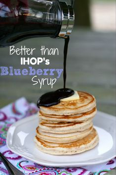 Perfect pancakes and the better than IHOP blueberry syrup. Blueberry Syrup Recipe Easy, Blueberry Sauce, Blueberry Recipes Canning, Frozen Blueberry Recipes, Homemade Syrup, Homemade Recipe, Sauce Pesto, Smoothies Detox, Brunch