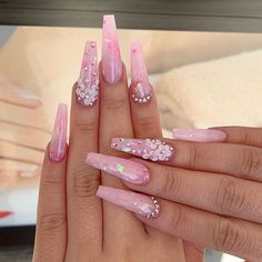 Cute Coffin Nails Designs For Your Summer Manicure 2020 Summer Acrylic Nails, Best Acrylic Nails, Purple Acrylic Nails, Pink Bling Nails, Purple Ombre Nails, Blush Nails, Pink Acrylics, Matte Nails, Glitter Nails