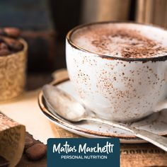 Ingredientes: 1/4 tzs de agua 6 cditas de cacao en polvo sin azúcar Edulcorante a gusto 1 cda de extracto de vainilla 1 cda de cáscara de naranja, rallada 1/2 cditas de pimienta cayena 5 1/2 tzs de bebida de almendras 2 ramas de canela 1/8 cditas de sal Preparación: 1- Mezcla y bate el agua, el polvo de cacao y el edulcorante en una cacerola. 2- Hierve a fuego medio y revuelve suavemente. 3- Cocina hasta que la mezcla se espese y adquiera la consistencia de un jarabe. Mezcla y calienta.