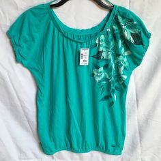 NWT Aeropostale original brand short sleeve top NWT Aeropostale original brand short sleeve t-shirt. Cute cap sleeve (elastic on sleeve). Pretty floral pattern printed on shirt. Size M. Color: teal. Bright & beautiful! Super cute top!  Aeropostale Tops Tees - Short Sleeve