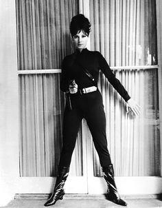Monica Vitti in una scena del film Modesty Blaise, la bellissima che uccide di Joseph Losey, nel 1966