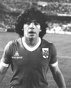 Diego Armando Maradona, mientras tuvo un balón de fútbol en sus pies ... fue el mejor del mundo.