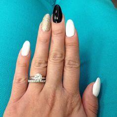Pointy Nails - Almond Nails - Glitter, Black & White