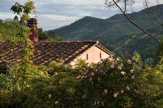 La Gioiella aus der Sicht vom Obstgarten Cabin, House Styles, Home Decor, Fruit Garden, Rural House, Nice Asses, Homemade Home Decor, Cabins, Cottage