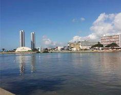 Brasil. PE, Recife. Margens do Rio Capibaribe. Set2014-dia. Foto: Greyce Bonezi.