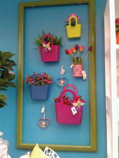Zou het zelf in iets rustiger tinten doen, heb een kleine tuin, maar erg leuk idee! Colours, Garden, Frame, Sweet Home, Home Decor, Indoor Plants, Interiors, Flowers, Picture Frame