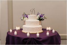 Purple flowers for the cake Cake Flowers, Purple Flowers, Purple Wedding Arrangements, Country Club Wedding, Free Wedding, Floral Design, Table Decorations, Floral Patterns, Dinner Table Decorations