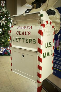 Santa Claus mail box - i want one of these for outside my house.so i can answer the little kiddos.If I would win the lottery I'd get them their much deserved presents lol Office Christmas, Little Christmas, Christmas Past, Christmas Photos, Winter Christmas, All Things Christmas, Vintage Christmas, Christmas Crafts, Christmas Decorations