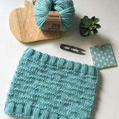 """Tuto tricot : Snood """"c'est comme sur un nuage"""" - We are Knitters - helene laprade - Belda Pictures Knitting Projects, Knitting Patterns, Hat Patterns, Der Arm, Knit Picks, Beautiful Patterns, Sewing Crafts, Knitted Hats, Knit Crochet"""
