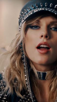One of my favorite looks for the video !