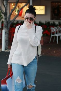 Kylie Jenner Photos - Kylie Jenner Shops in West Hollywood - Zimbio