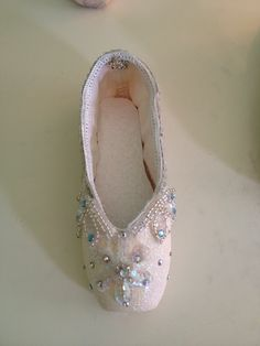 Snow queen decorated pointe shoe!!!!✨