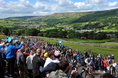 'Amazing' crowds heedless of safety as Tour de France 2014 visits Yorkshire - VeloNews.com