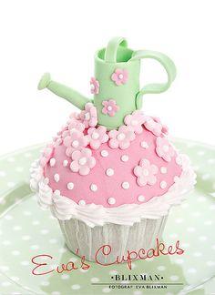 Spring Cupcake by Eva's Cupcakes Spring Cupcakes, Pretty Cupcakes, Beautiful Cupcakes, Yummy Cupcakes, Cupcake Cookies, Flower Cupcakes, Garden Cupcakes, Spring Cake, Cupcake Bakery