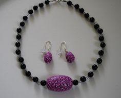 Kudin mukana: Polymeerimassa: home-made pink polymer clay bead with black