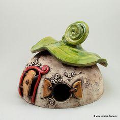 Pest Handle - Mole Crickets Within Your Garden And Garden And The Way To Manage Them Wichtel-Windlicht - Fleury - Kreative Keramik Fur Haus Und Garten Clay Houses, Ceramic Houses, Ceramic Birds, Ceramic Art, Clay Fairy House, Fairy Houses, Paper Clay, Clay Art, Fairytale House