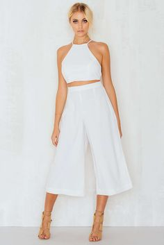 These culottes are amazing! The Culotte Pants by Cholat Paris comes in white and features a high waisted black classy stretch culotte pants in scuba-crepe and hidden zip in the front. Style this with a shirt and heels for a classy look!