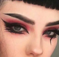 Imagen de makeup, aesthetic, and goth aesthetic makeup Image about beauty in ☆🌸€¥€ ART¡STR¥🌸☆ by 🖤PINKQUEEN🖤 Punk Makeup, Gothic Makeup, Eye Makeup Art, No Eyeliner Makeup, Smokey Eye Makeup, Makeup Inspo, Makeup Inspiration, Goth Eye Makeup, Pastel Goth Makeup