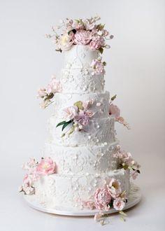 nice 49 Gorgeous Winter Wedding Cakes Ideas Trends in 2017 https://viscawedding.com/2017/11/12/49-gorgeous-winter-wedding-cakes-ideas-trends-2017/