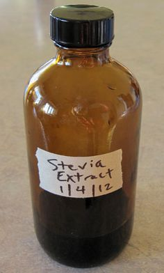 For Susan: Homemade stevia extract. Take our stevia plants from the garden and make this! Herbal Remedies, Natural Remedies, Growing Stevia, Real Food Recipes, Cooking Recipes, Vegetarian Recipes, Stevia Recipes, Food Hacks, Herbalism