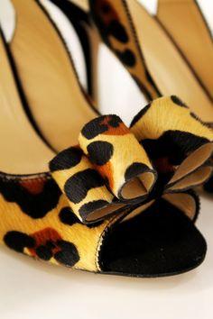 leopard bows, make a statement