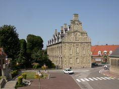 Le musée du Mont de Piété de Bergues, abrite des collections d'œuvres sur toile et papier #Musee #bergues