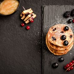 Πάνκεικ με μύρτιλα / Pancakes with blueberries. Νόστιμα πανκέικ με μύρτιλο για ένα τέλειο μπραντς! #pancakes #pancakesrecipes #greekfood #greekrecipes #greekfoodrecipes #greek #blueberry #blueberries #brunchideas #greece #πανκεικ #κέικ #συνταγές #γλυκά #μυρτιλο Cinnamon Sticks, Spices, Recipes, Food, Spice, Meals, Yemek, Recipies, Eten