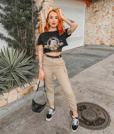 Look com cargo pants, t-shirt e vans ♥️ Edgy Outfits, Grunge Outfits, Girl Outfits, Cute Outfits, Fashion Outfits, Vans Fashion, Grunge Style, Soft Grunge, Alternative Outfits
