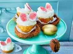 Ostermuffins mit Hasenohren, süßen Schäfchen im Marshmallow-Pelz oder bunt verzierten Schmetterlingen.