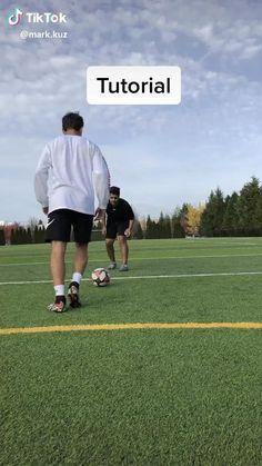 Soccer Footwork Drills, Soccer Practice Drills, Football Training Drills, Football Workouts, Soccer Drills For U8, Soccer Skills For Kids, Soccer Tips, Soccer Videos, Soccer Player Workout