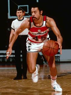 #45 Phil Chenier/ The match ups with him and Walt Frazier were classic!