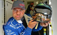 Sverre raser mot Piquet og Andreas Bakkerud etter vill kjøring... Rally Car, Helmet, Hats, Hockey Helmet, Hat, Helmets, Hipster Hat