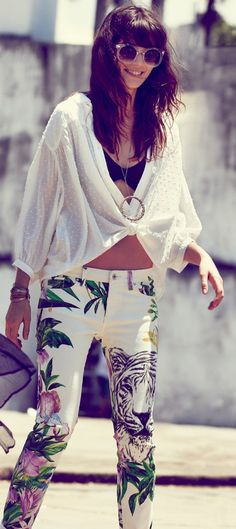 graphic jeans + flowy top