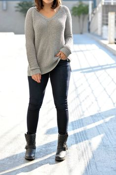 grey american eagle sweater, black fedora, combat boots and chunky sweater, fall outfit ideas, casual fall outfits,