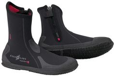 Ranging from warm to cold water conditions, Aqua Lung offers a wide array of boots for your diving adventure. With ergonomic soles, that add to your comfort and keep your feet warmer, soft to hard sole and quality materials and components, the Aqua Lung line of boots is a complete offering with...