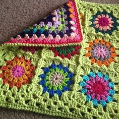 My second cushion cover! :) Click here to get info on ordering a cushion cover as a custom piece! Front is a Flowers in the Snow granny square pattern, with a light green background. I used a conti…