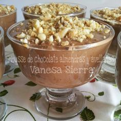 Mousse de chocolate con almendras y avellanas