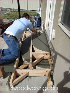 Tutorial: Rounded Concrete Forms for Stairs Concrete Stairs, Concrete Forms, Concrete Driveways, Deck Stairs, Concrete Design, Woodworking Furniture Plans, Beginner Woodworking Projects, Woodworking Tips, Cement Steps