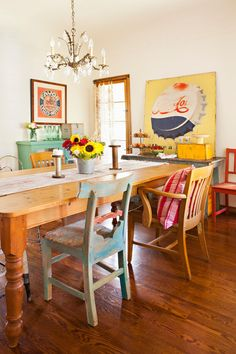 Home Dining Room Decor Flea market Shabby chic Table dining table Furniture Interior design Dining Room Colors, Dining Room Table, Dining Set, Living Room Furniture, Home Furniture, Furniture Refinishing, Refurbished Furniture, Repurposed Furniture, Furniture Stores